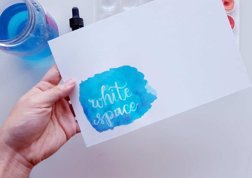 Quick tutorial on how to use a Gelly Roll as a resist in your watercolor lettering // www.prettyprintsandpaper.com