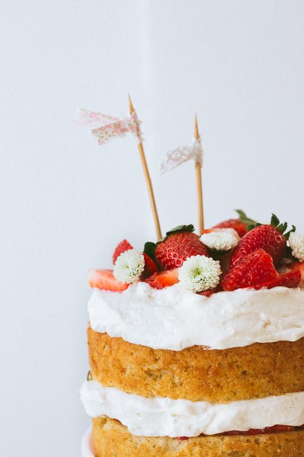 Pretty Simple Sweet's Strawberry Cream Cake