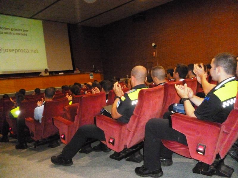 Josep Roca explicando el ANTES y el DESPUÉS de su accidente de tráfico en el Instituto de Seguridad Pública de Cataluña