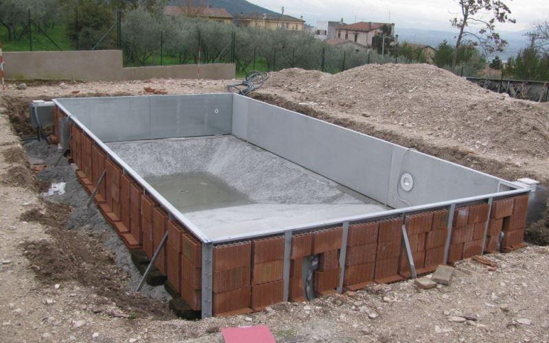 Permessi per costruire una piscina interrata e seminterrata quali sono come e quando