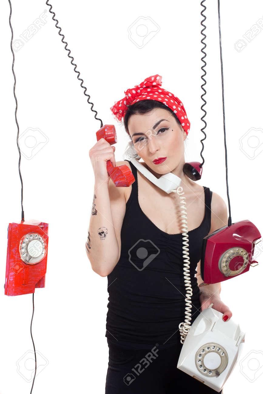 Qui Sont Les Foulards Rouges : foulards, rouges, Femme, Foulard, Rouge, Tenant, Nombreux, Téléphones, Suspendus, Banque, D'Images, Photos, Libres, Droits., Image, 16624354.