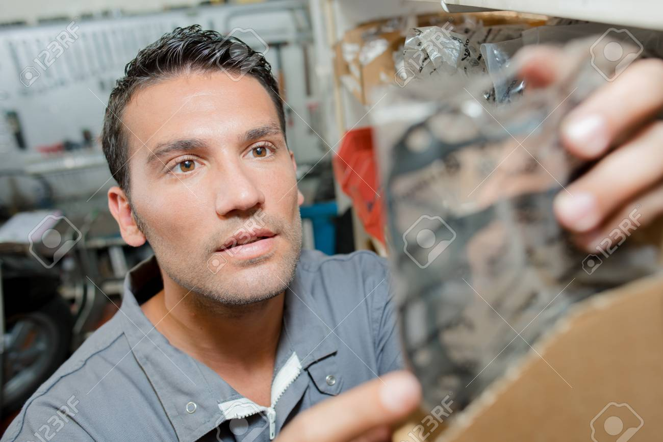 Mechaniker , Der Siegel Von Den Geschäften Erhält Lizenzfreie Fotos