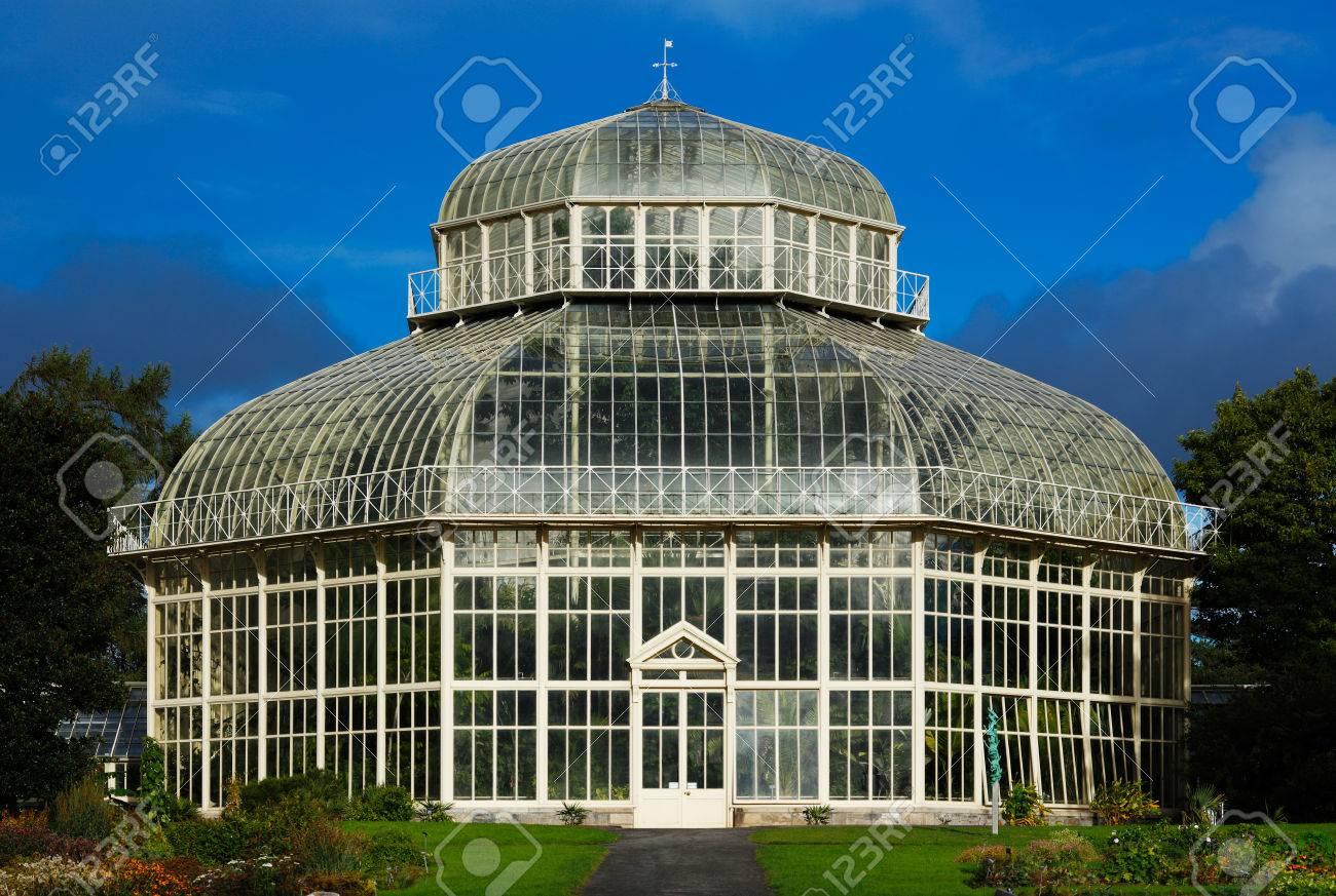 le principal serre de le jardin botanique national a dublin en irlande construit en 1884 lorsque la serre precedente a ete endommage dans une tempete banque d images et photos libres de droits