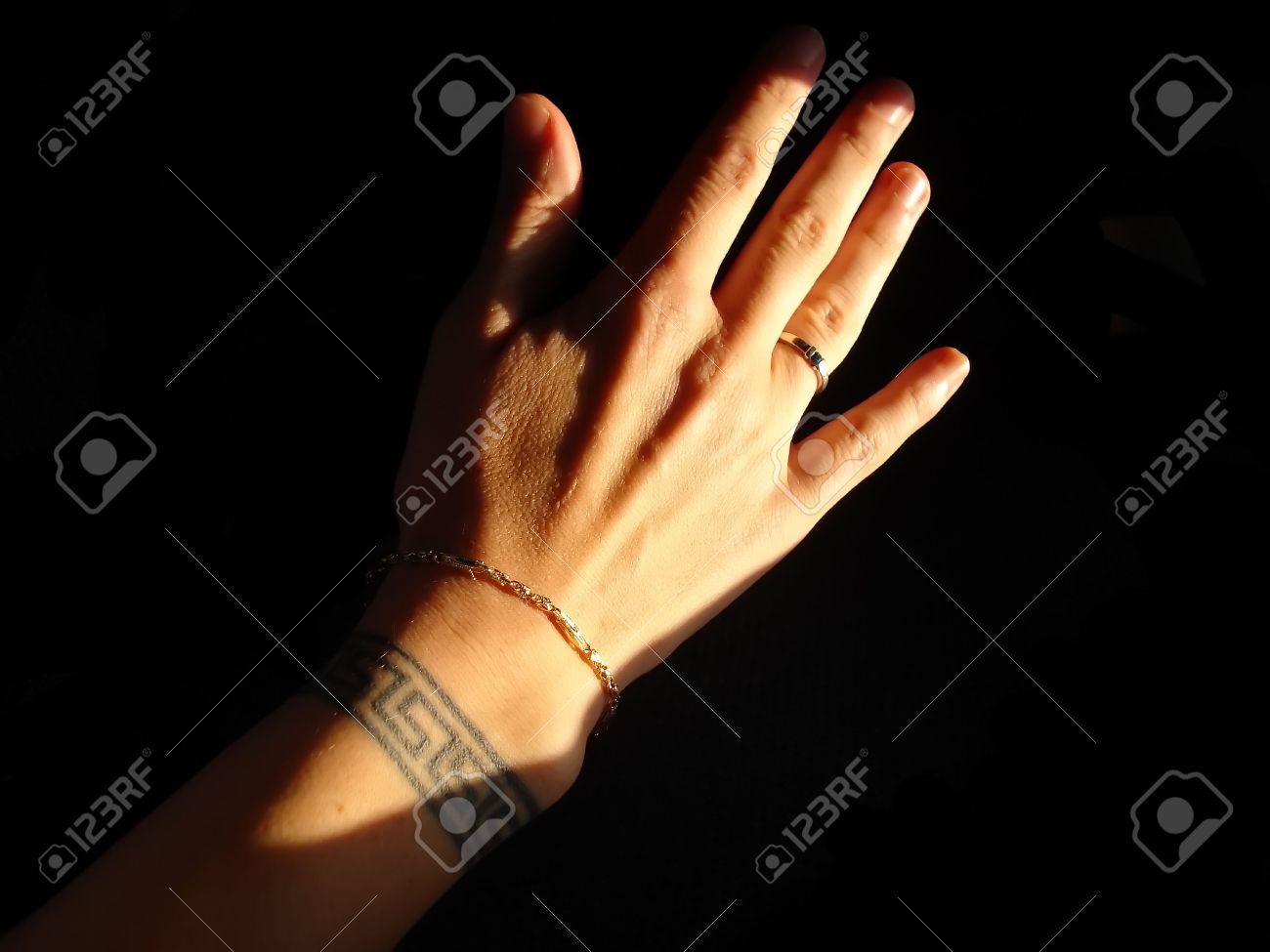Mujeres Con Mano Griego Clave Muñeca Tatuaje Brazalete De Oro Y