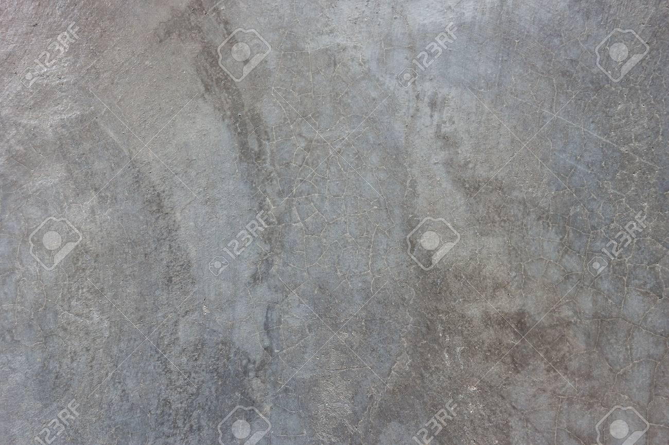 texture du mur en beton cire gris avec des rayures