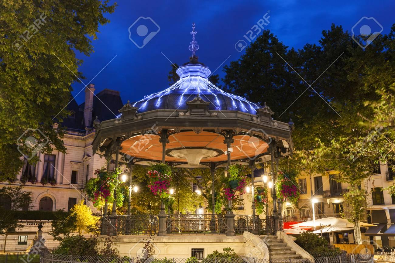 le kiosque a musique a saint etienne saint etienne auvergne rhone alpes france banque d images et photos libres de droits image 84419138