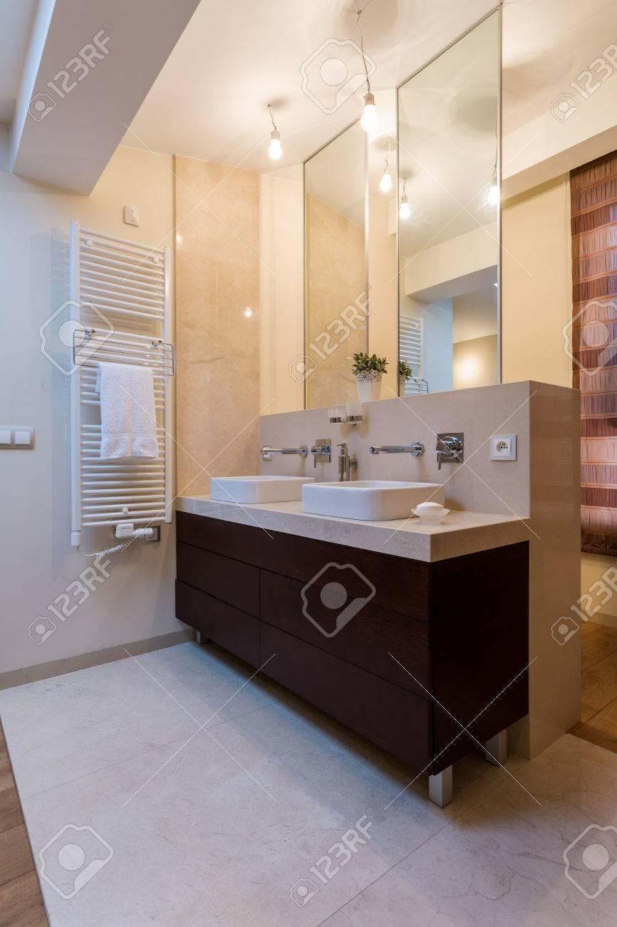 banque d images vue verticale de la beaute salle de bains avec deux lavabos