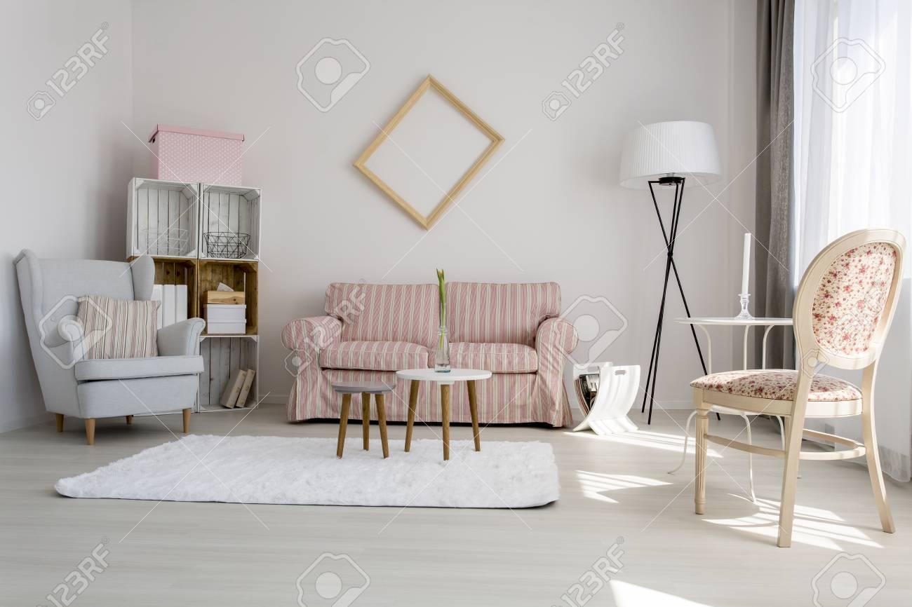 plan d un salon confortable decore avec des couleurs pastel