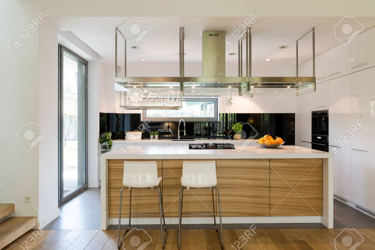Modern Kitchen Chairs Open Plan Of Kitchen Area With A Modern Kitchen Island Chairs