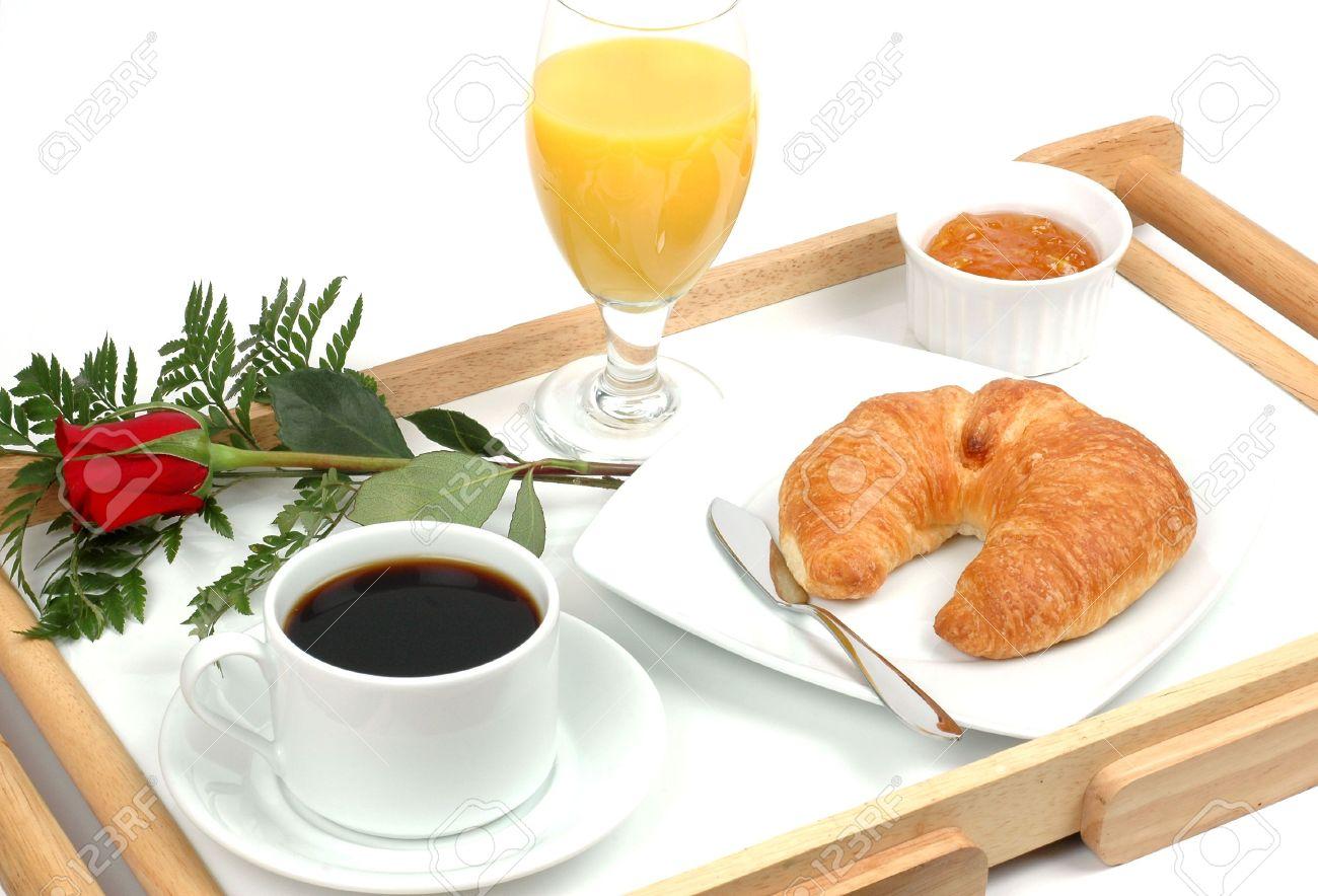 petit dejeuner romantique sur un plateau