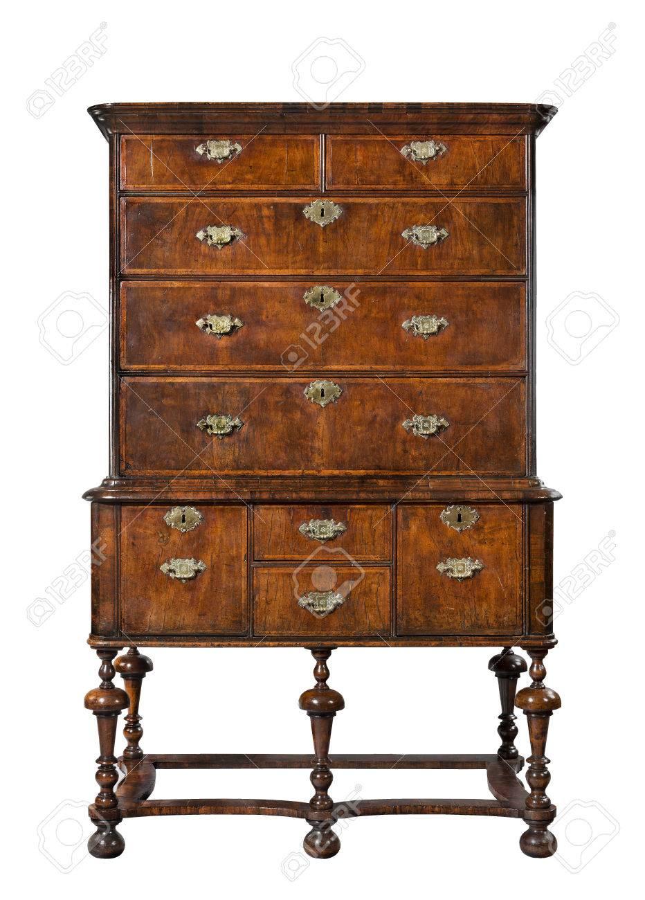 https fr 123rf com photo 45553487 vieille commode en bois antique ou une commode sur le stand anglais europ c3 a9enne html