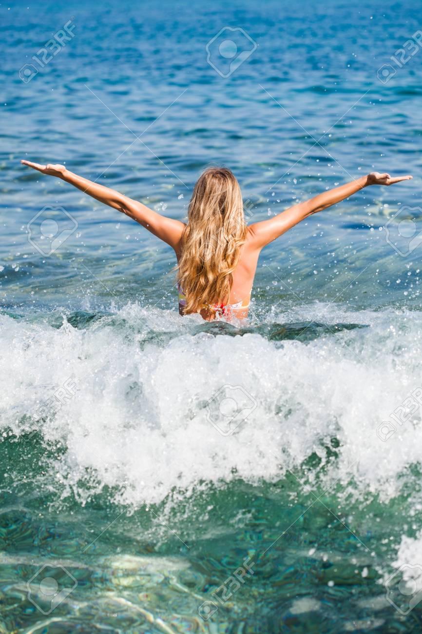 Une Femme à La Mer : femme, Femme, Appréciant, Banque, D'Images, Photos, Libres, Droits., Image, 38494108.