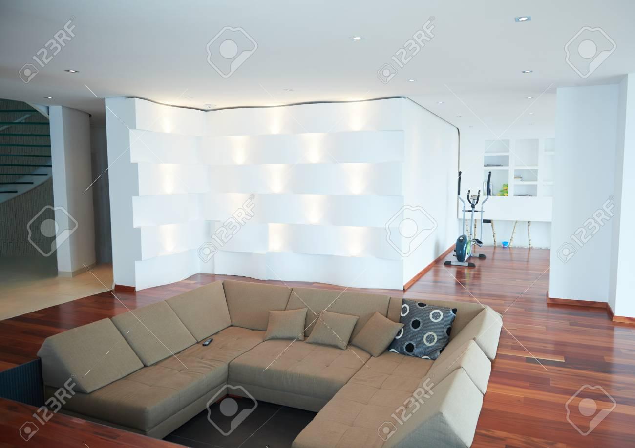 architektur interieur moderne wohnung grosses wohnzimmer in hellen haus lizenzfreie fotos bilder und stock fotografie image 47264943