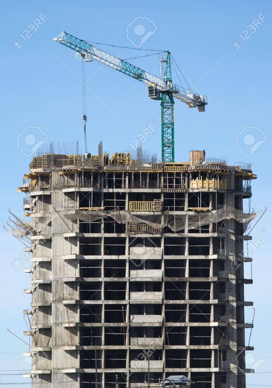 big hoisting tower crane