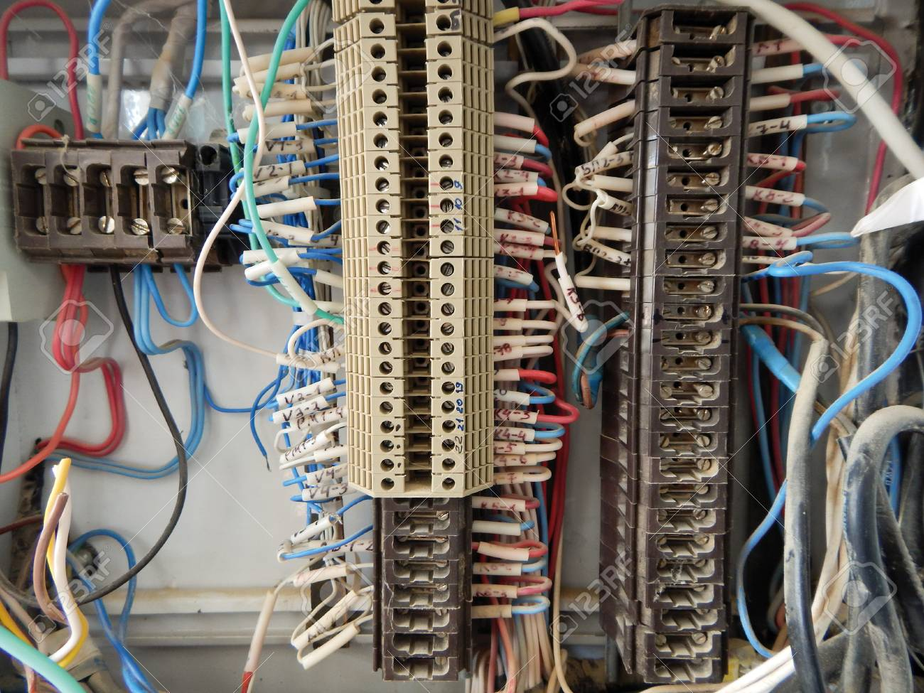 hight resolution of old wiring block data wiring diagram preview an old terminal block with wires connected to it