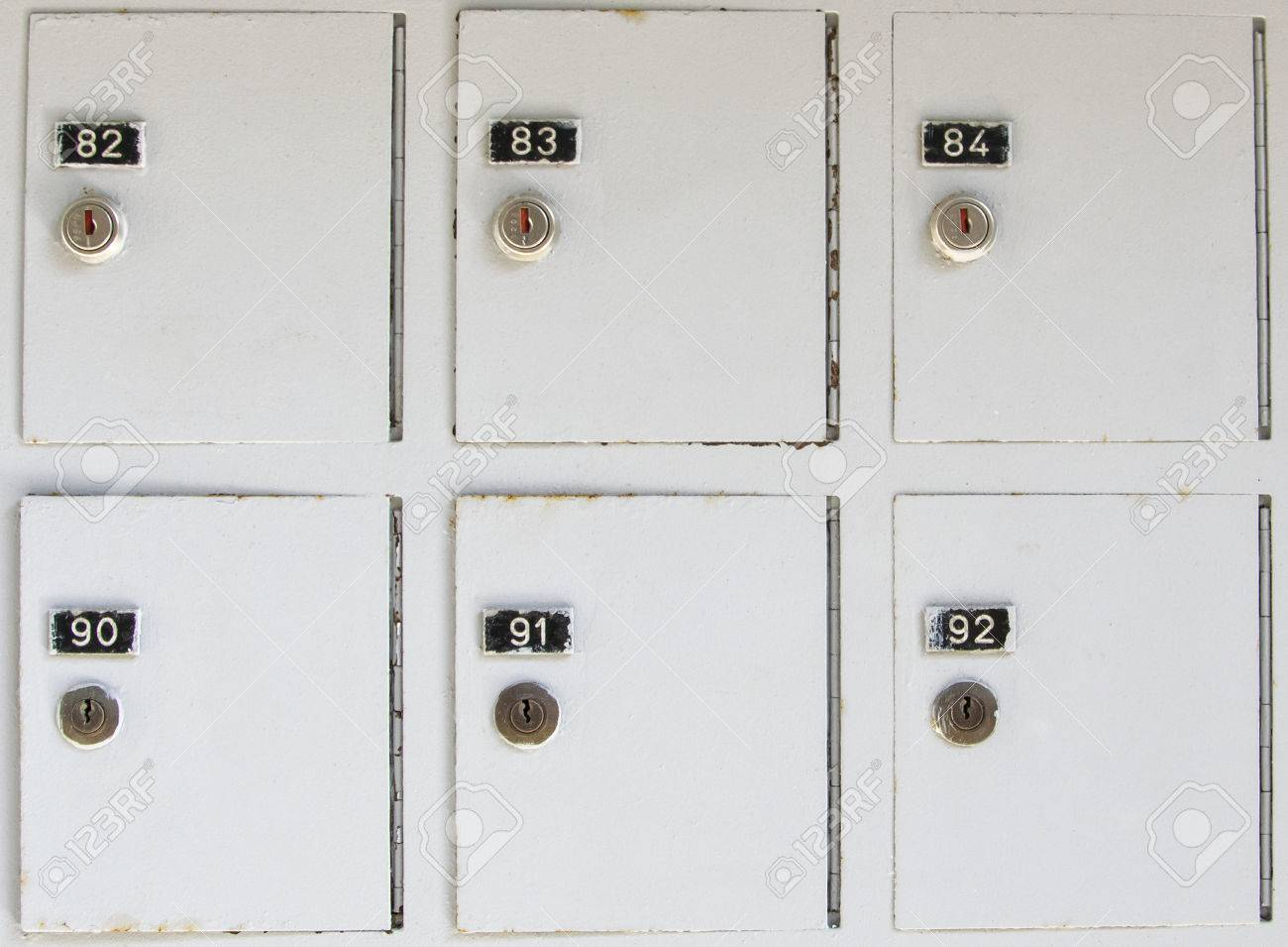 casiers d armoires metalliques vintage