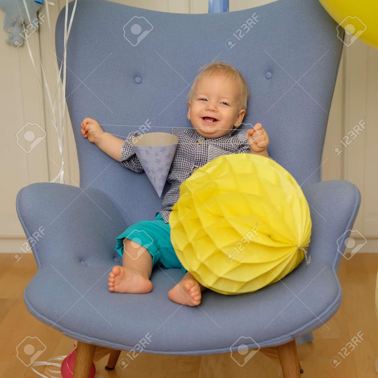 Stuhl Für Baby Kleinkind Kind Baby Jungen Kleinkind Sitzt Auf