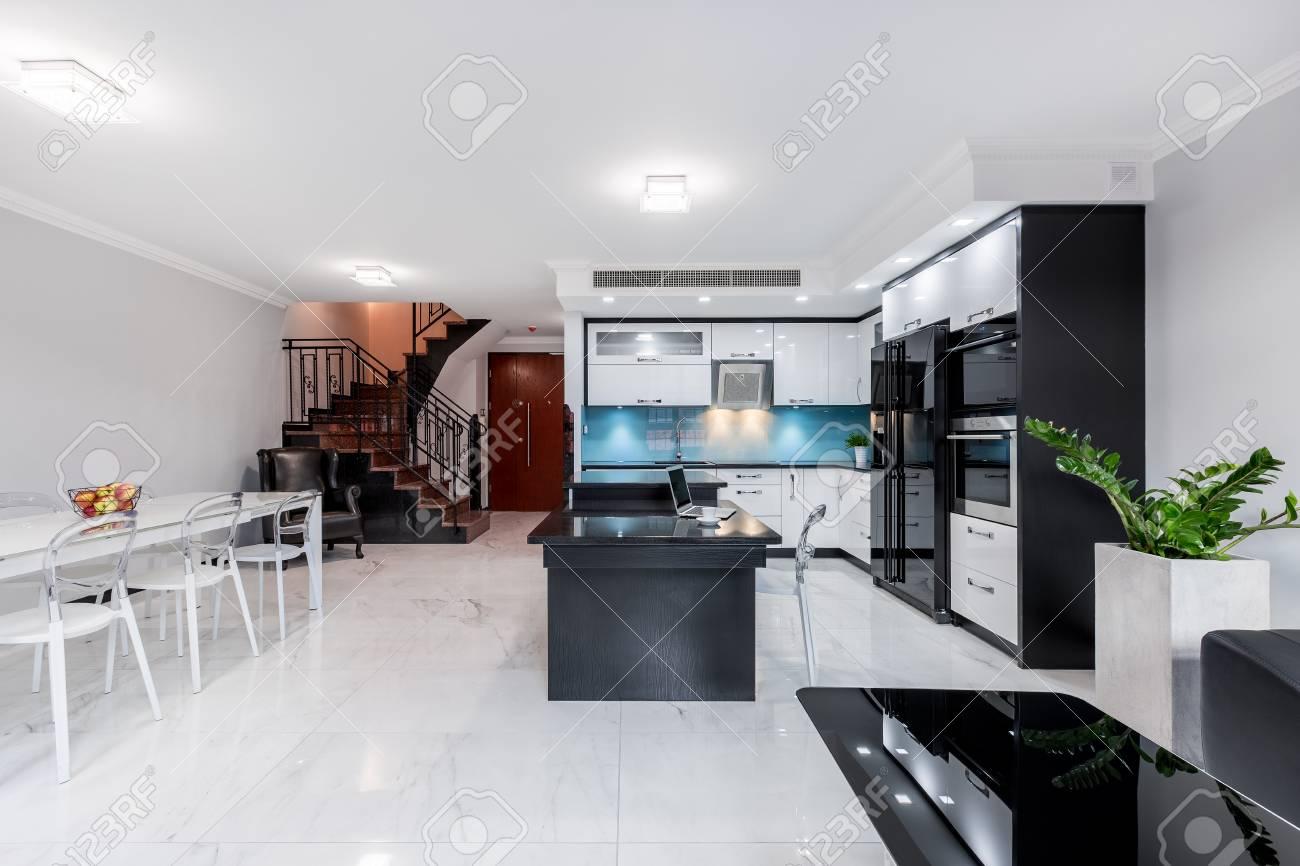 Moderne Wohnzimmer Mit Offene Kuche Insel Mit Granit Arbeitsplatte
