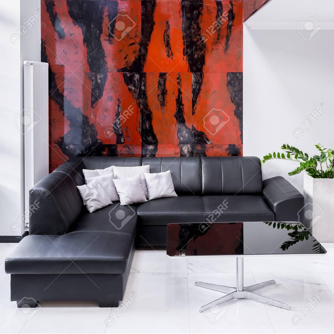salon de luxe avec grand canape lampe mur en marbre noir et rouge banque d images et photos libres de droits image 76411550