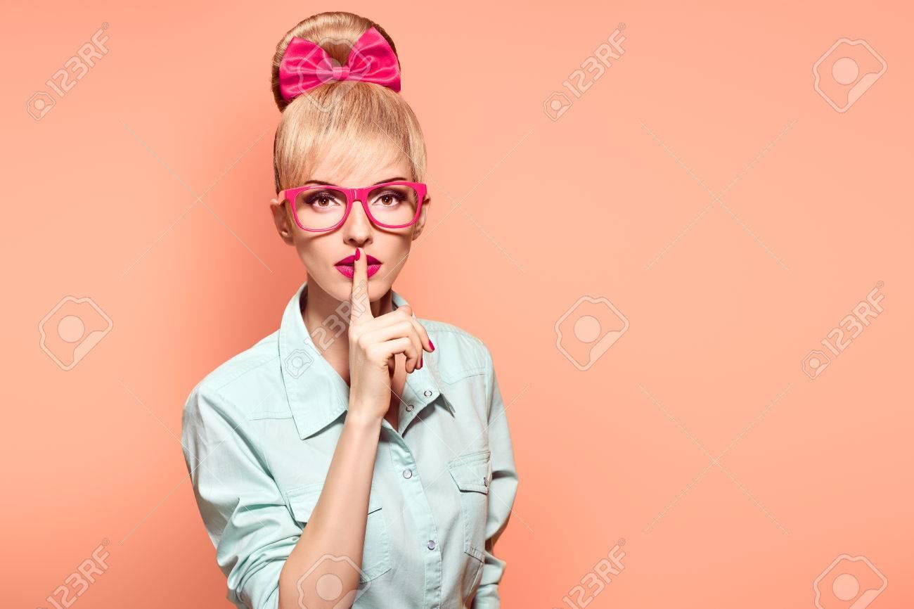 Mode Frau In Stilvollen Gläsern Die Spaß Haben Hipster Mode