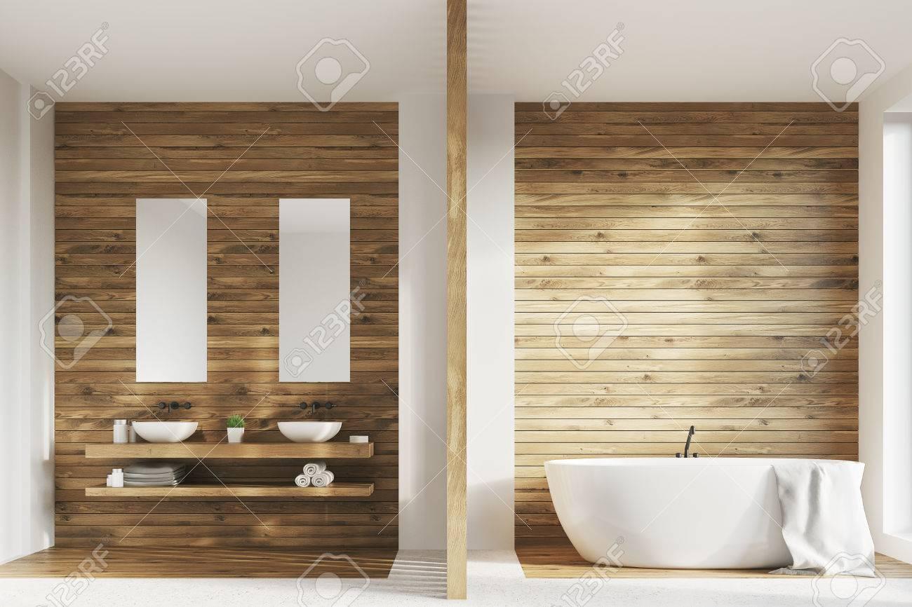 interieur de salle de bain en bois avec une baignoire deux eviers blancs sur une etagere en bois il y a deux affiches verticales etroites au dessus