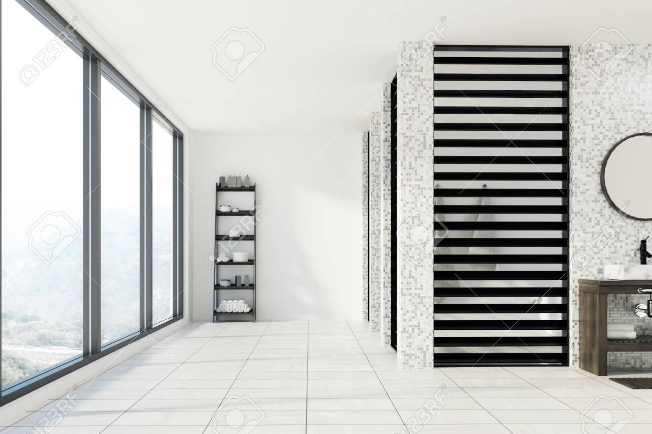 interieur de salle de bain en carrelage blanc et gris avec un sol et des murs blancs un evier avec un miroir rond au dessus et une etagere avec des