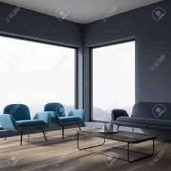 Esquina Panorámica De La Sala De Estar De Pared Gris Oscuro Con Piso De Madera Dos Sillones Azul Marino Y Un Sofá Gris Junto A Una Mesa De Café Representación 3d Fotos