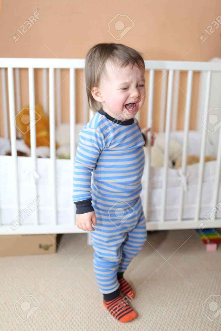 Bébé Ne Veut Pas Dormir : bébé, dormir, Pleurer, Bébé, Aller, Dormir, Banque, D'Images, Photos, Libres, Droits., Image, 26178220.
