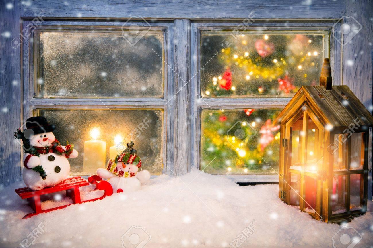 fenetre atmospherique decoration de noel avec rebord interieur douillet de la maison