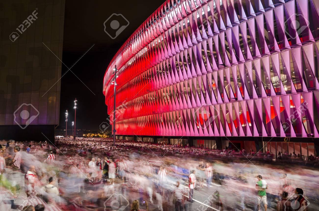 Bilbao Spain September 17 2014 Fans Of Athletic Bilbao Leave