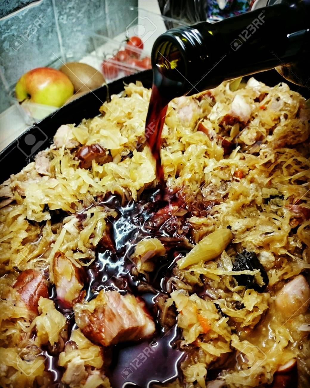 Jarret De Porc Au Chou : jarret, Préparation, Traditionnel, Polonais, Bigos, Chou,, Choucroute,, Jarret, Porc,, B?uf,, Saucisse., Banque, D'Images, Photos, Libres, Droits., Image, 49973840.