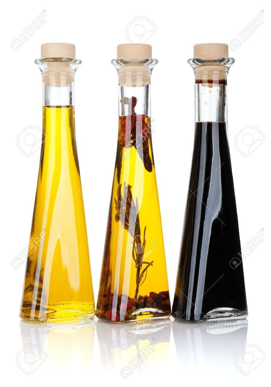 l huile d olive et des bouteilles de vinaigre isole sur fond blanc