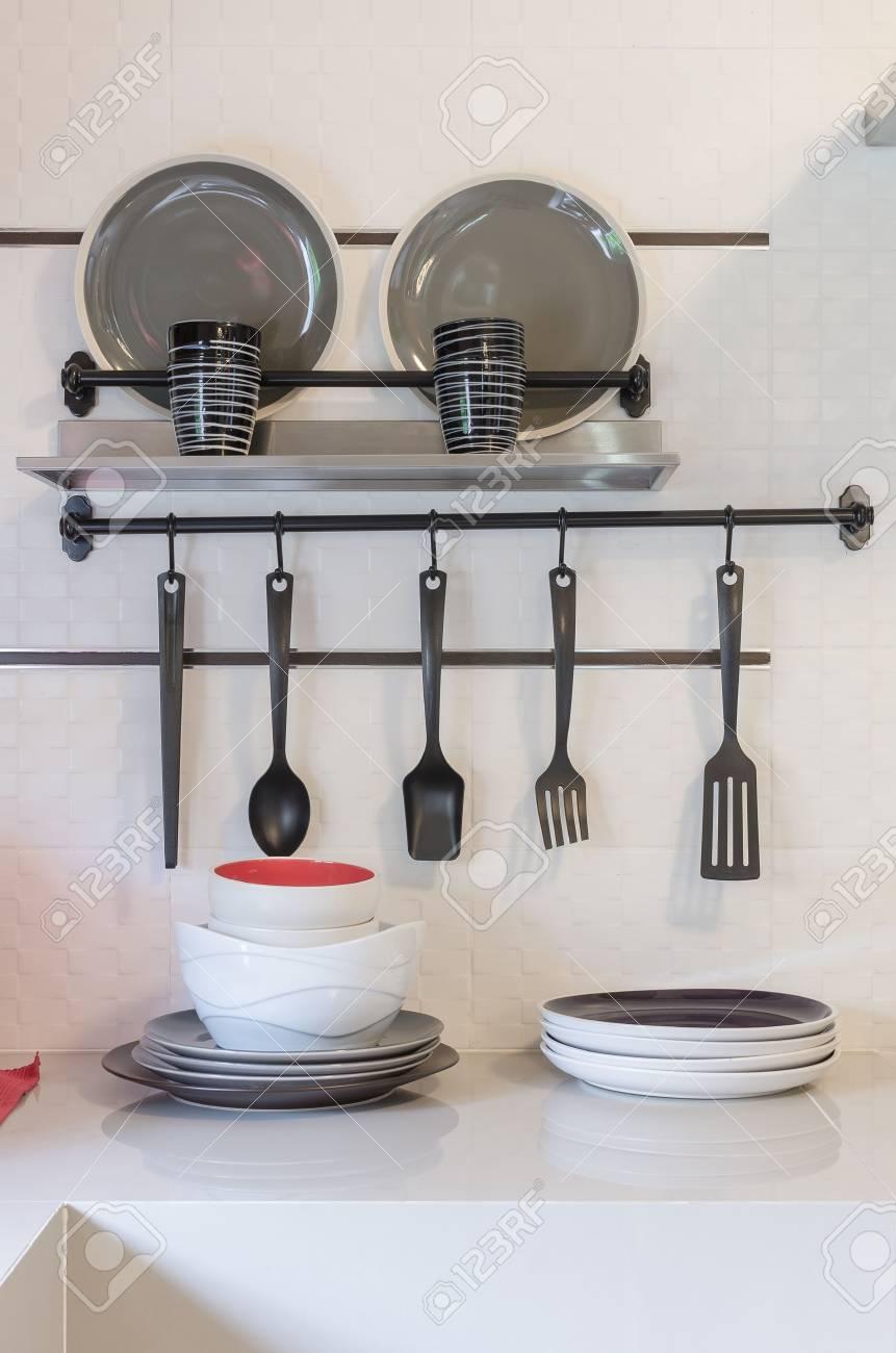 Etagere Cuisine Moderne | Au Dessus De L Extracteur En Acier ...