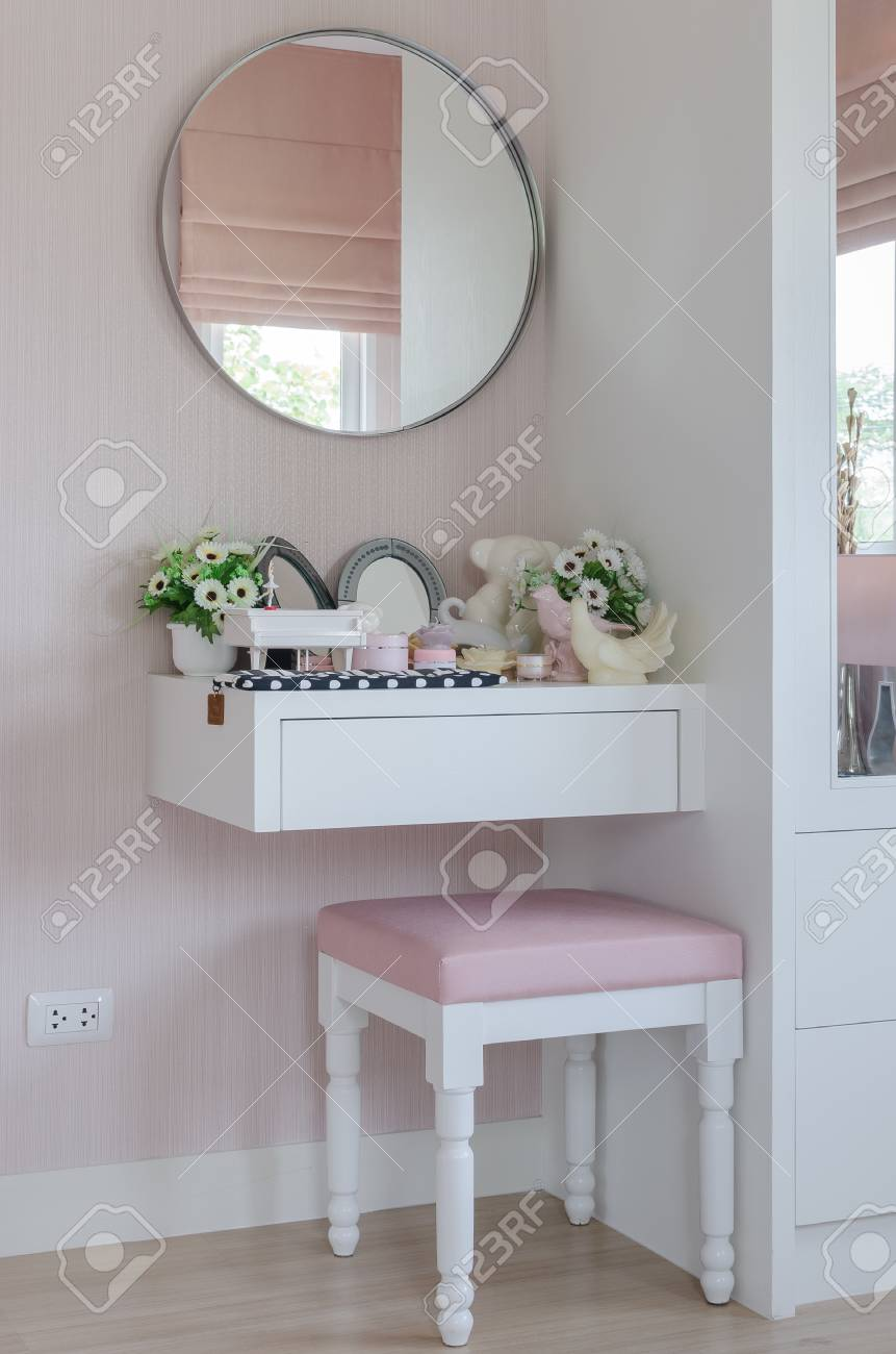 Makeup Table Chair Girl S Dressing Table With Pink Chair At Home