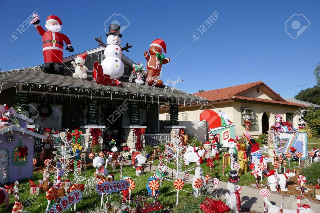 los angeles dec 2 belle decoration de noel de la maison de style americain le 2 decembre 2016 a los angeles