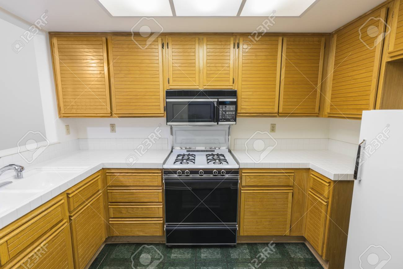 Kitchen Flooring For Oak Cabinets