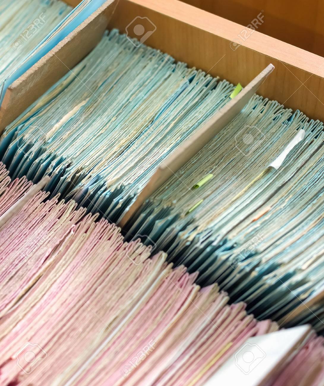 banque d images dossiers de fichiers dans un classeur le catalogue de la carte dans une bibliotheque gros plan