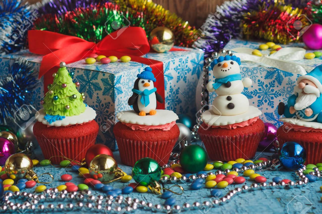 Decorate Christmas Cupcakes
