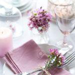 Festliche Hochzeit Gedeckten Tisch Mit Rosa Blumen Servietten Vintage Besteck Glaser Und Kerzen Hellen Sommer Tisch Dekoration Lizenzfreie Fotos Bilder Und Stock Fotografie Image 26173040