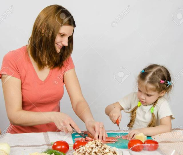 Mom Teaches Daughter To A Six Year Cut With A Knife Products For Cooking At