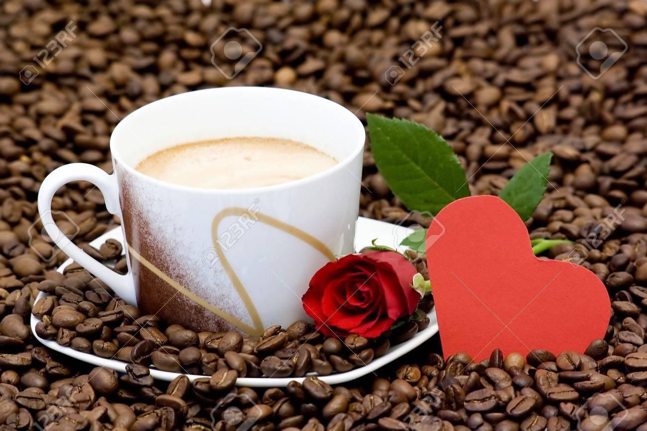 tasse de cafe rose rouge et coeur