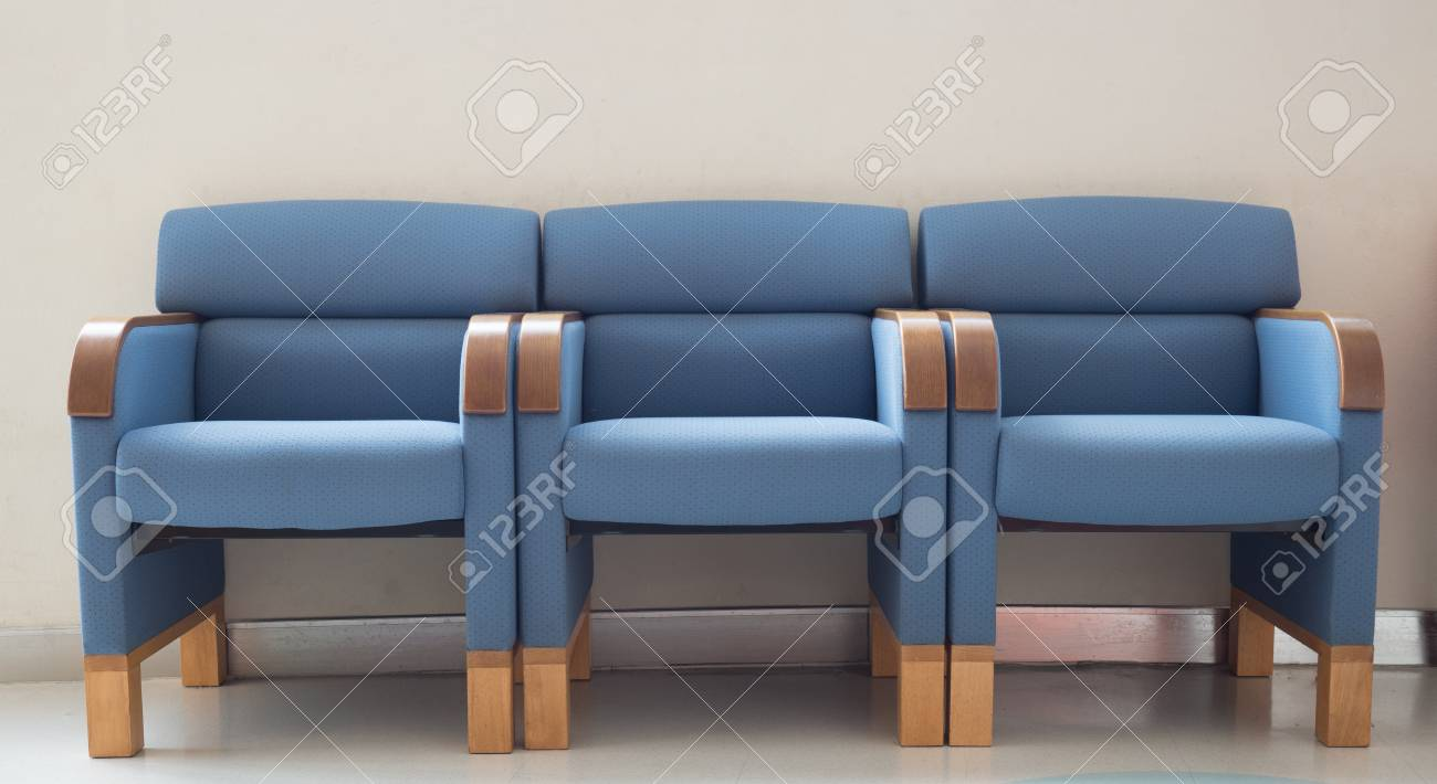 Blaue Stühle Blaue Stühle Im Wartezimmer Stockfoto Voyagerix 24629305
