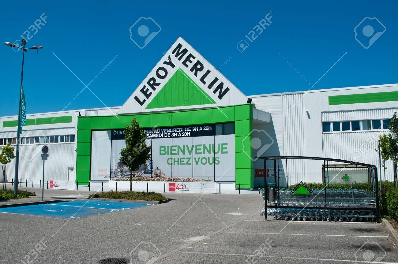 Mulhouse France Le 17 Juillet 2016 Entree Du Magasin Leroy Merlin Signage La Chaine Francaise De Materiaux De Construction Et De Decoration Banque D Images Et Photos Libres De Droits Image 59580213
