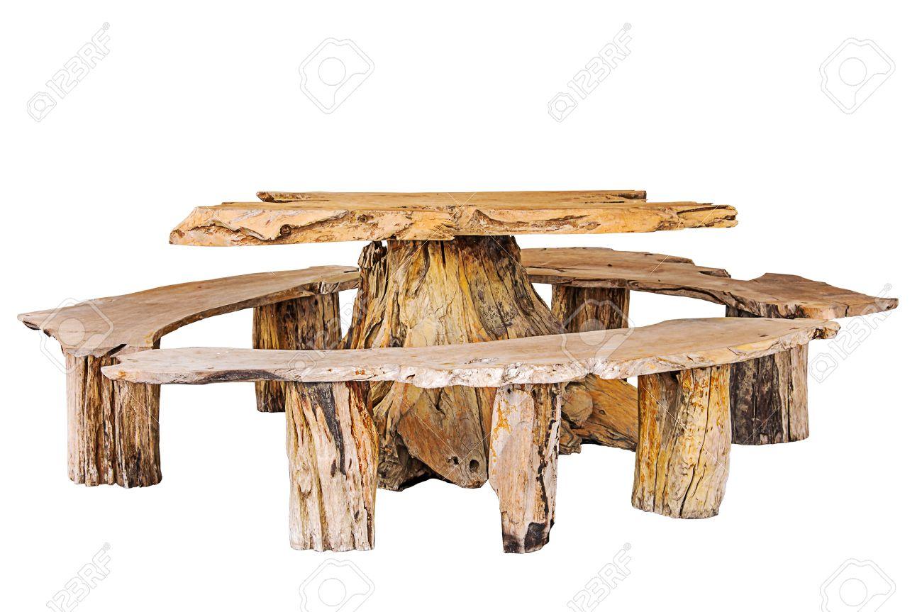 table en bois avec banc faite par tronc d arbre isole sur fond blanc