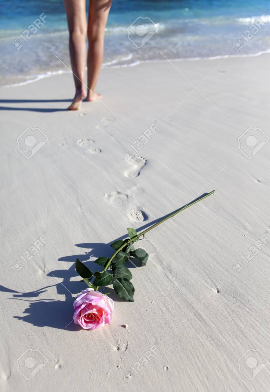 La Plage Et Le Bord De Mer : plage, Sable, Plage, Pieds, Féminins, Banque, D'Images, Photos, Libres, Droits., Image, 90078980.