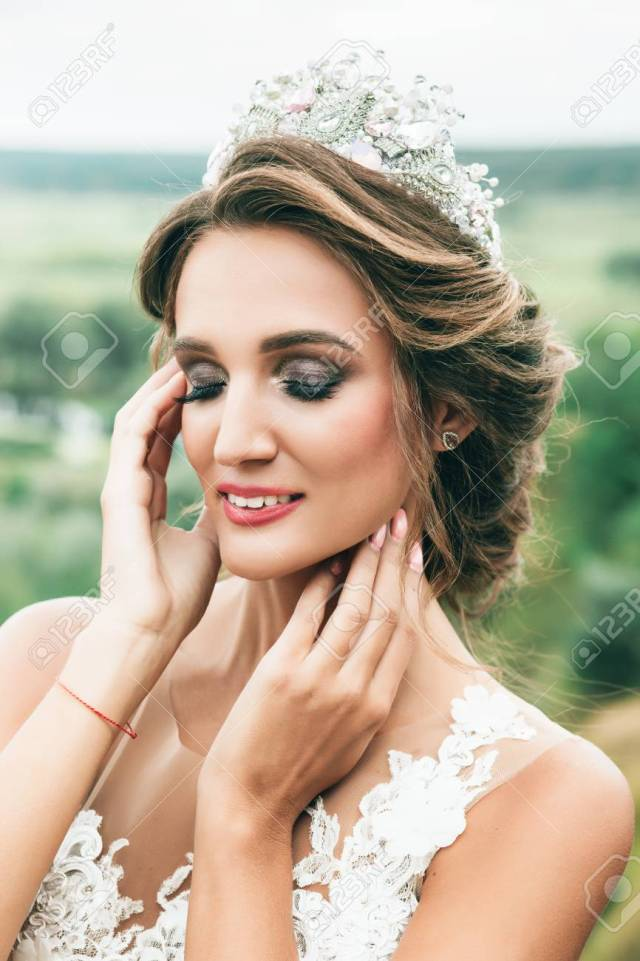 beautiful bride portrait wedding makeup and hairstyle with diamond..