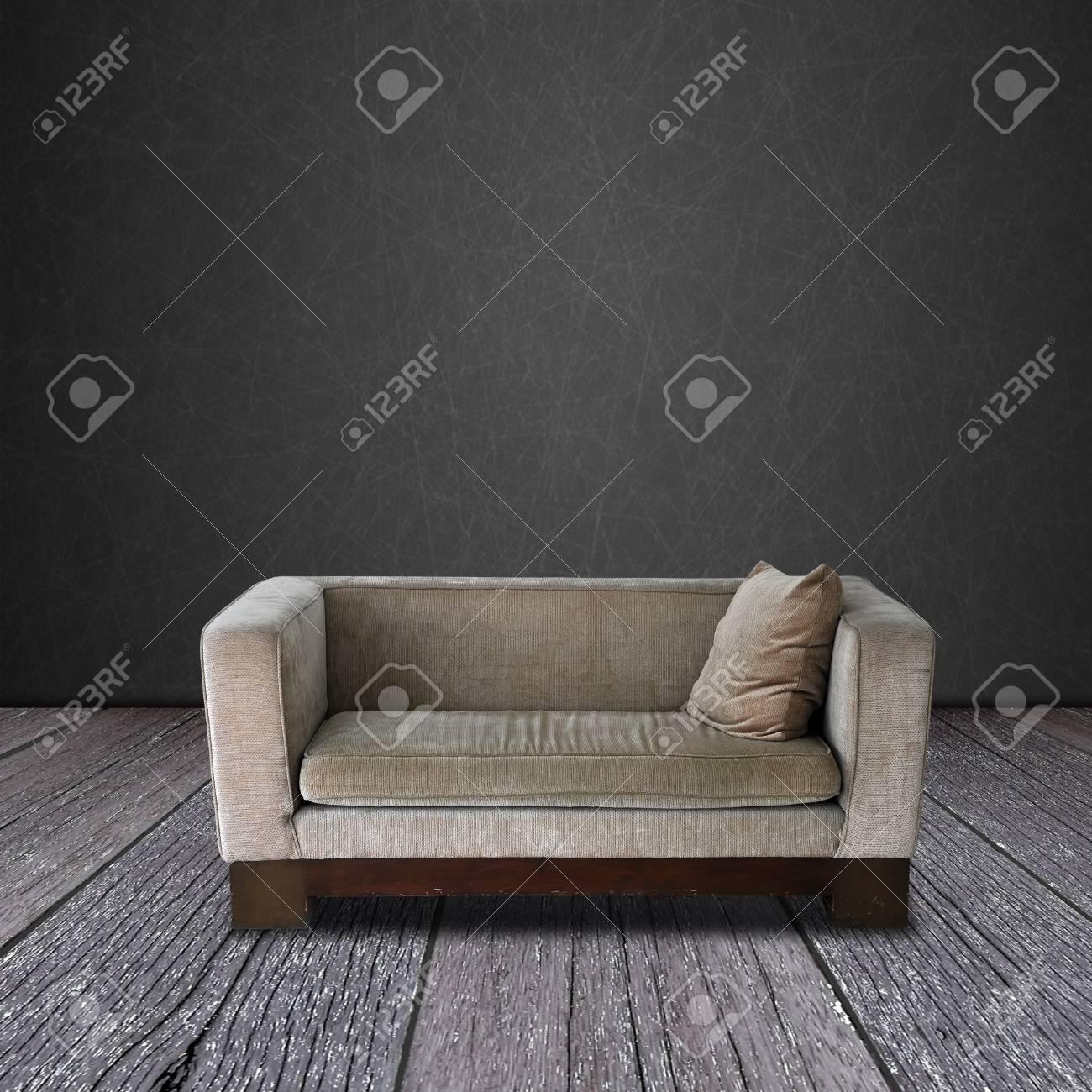 canape moderne sur la piece de bois