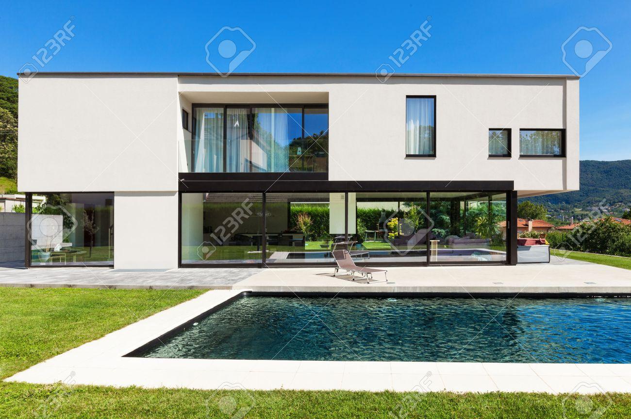 Fantastisch Modernes Haus Mit Pool Und Garten Fotos - Die ...
