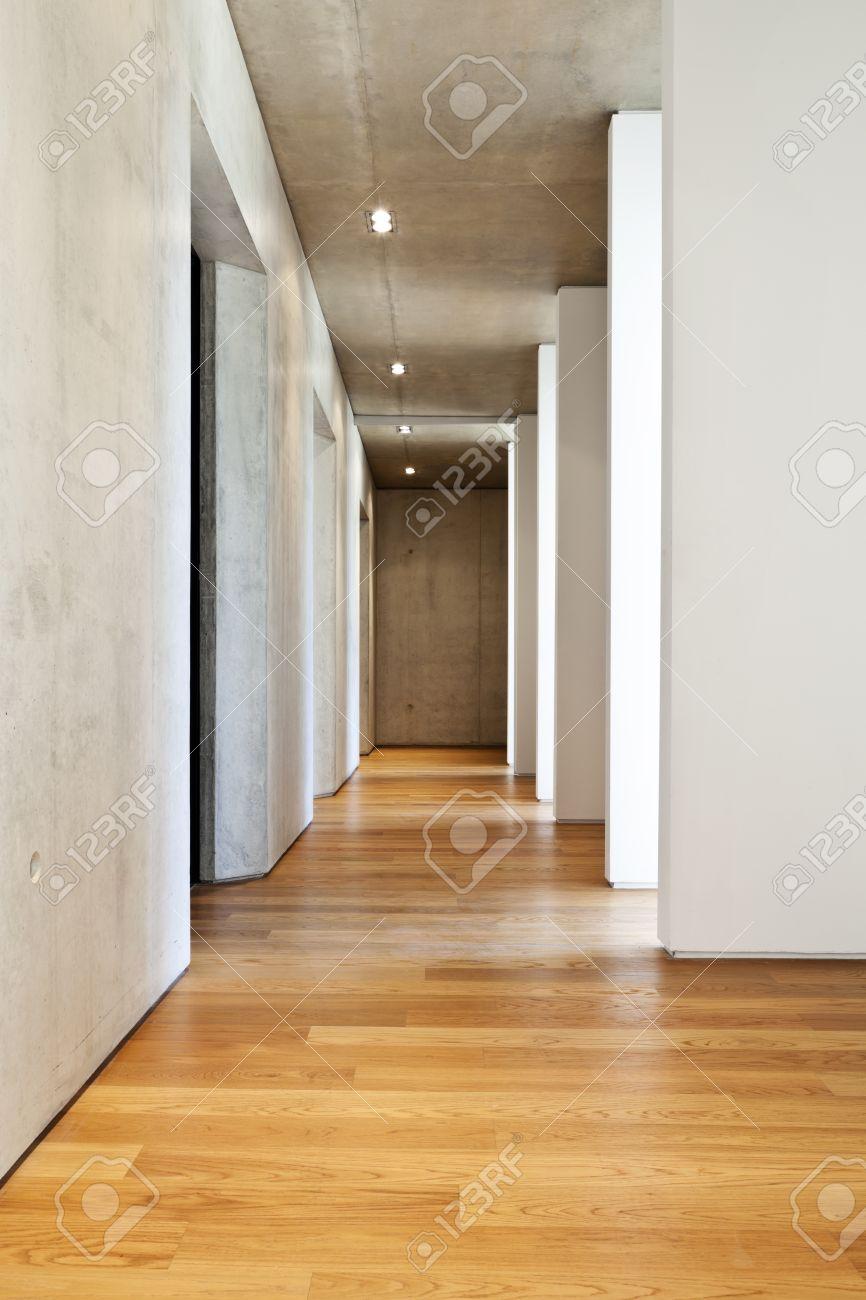 maison moderne en beton plancher de bois franc couloir banque d images et photos libres de droits image 36195535