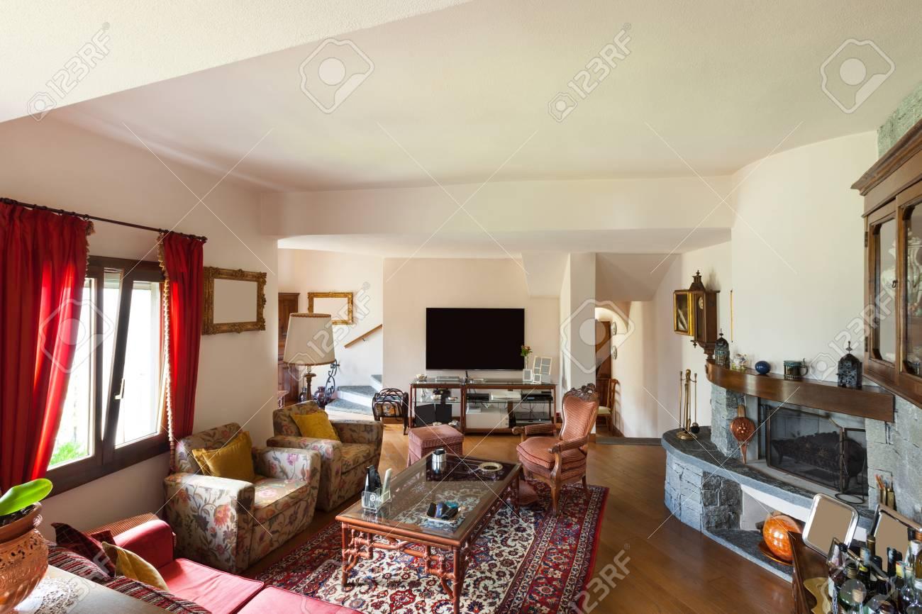 interieur d une maison classique meuble grand salon banque d images et photos libres de droits image 47348326